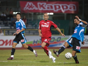 Peres de Oliveira in action for Home United (picture taken from www.sleague.com)